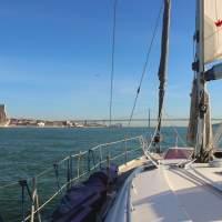 Barco_private lisbon sailboat tour